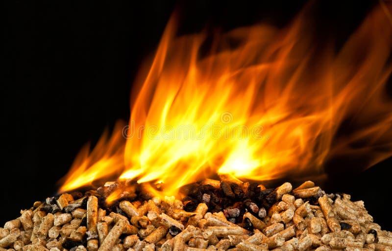 Pelotilla de madera ardiente imagen de archivo