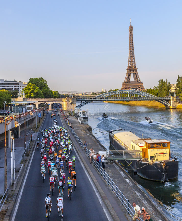 Peloton в Париже стоковая фотография