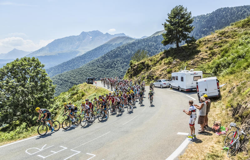 Peloton на d'Aspin Col - Тур-де-Франс 2015 стоковые изображения rf