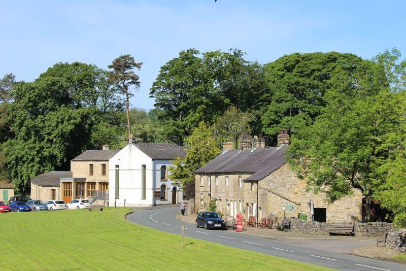 Pelouse communale, hall et cottages, Slaidburn images libres de droits
