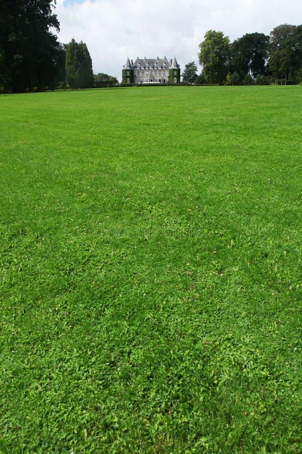 Download Pelouse de château photo stock. Image du vieux, pelouse - 76075732