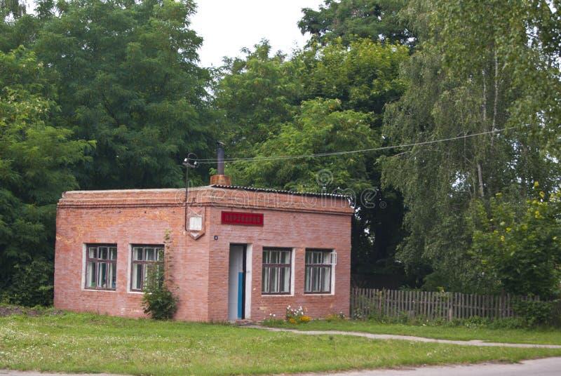 Peluquero en el lugar del edificio administrativo anterior, imagenes de archivo