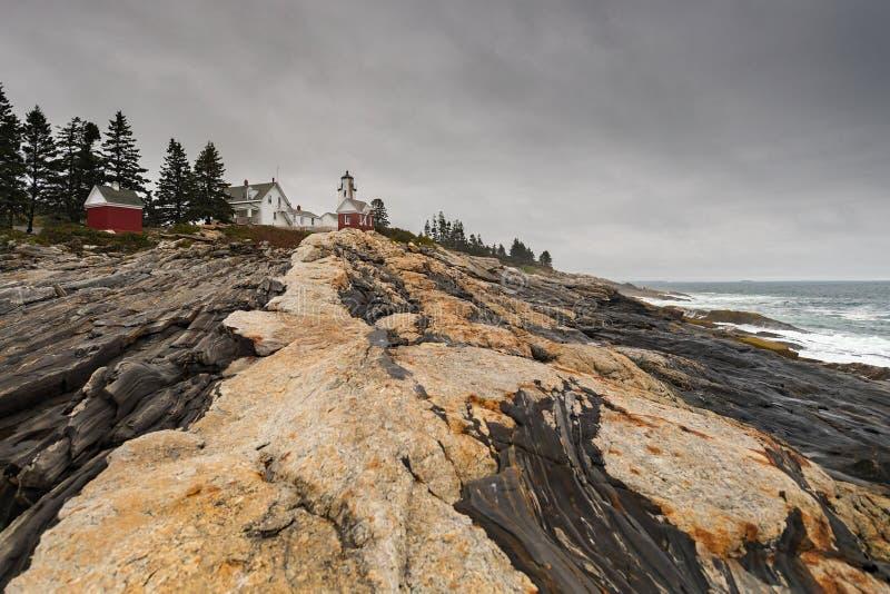 Pemaquid Point Leuchtturm und Küstenlinie stockfoto