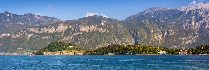 Península de Bellagio vista de Mennagio através do lago Como fotografia de stock royalty free