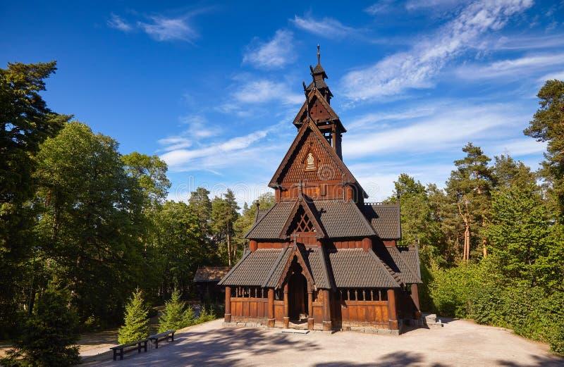Península Oslo Noruega Scand de Bygdoy do museu de Gol Stave Church Folks imagens de stock