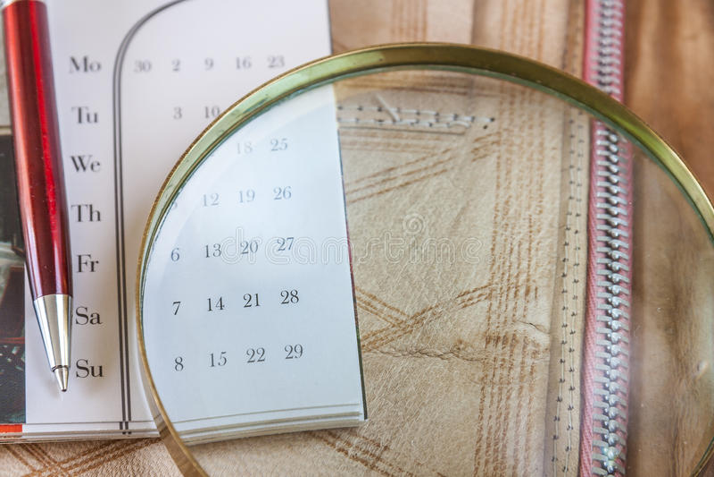 Pen And Calendar On Leather mapp arkivbild