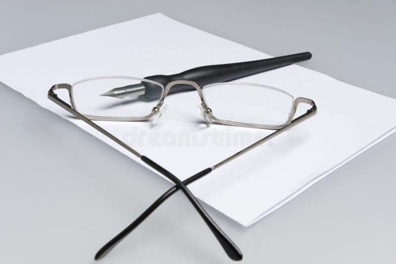 Pen door glazen stock afbeelding