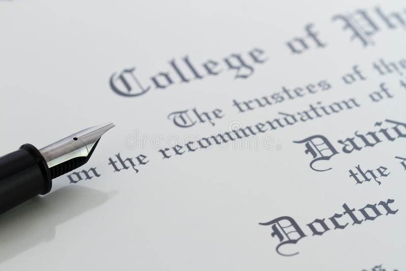 Pen en diploma royalty-vrije stock afbeelding