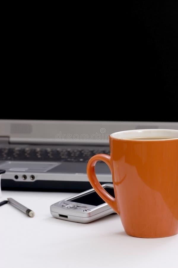 Pen en laptop stock afbeeldingen