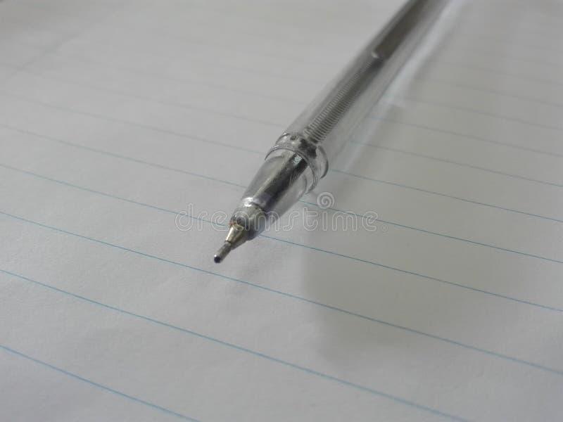 Pen met zuiver Witboek met enige regels royalty-vrije stock fotografie
