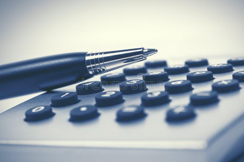 Pen op calculator royalty-vrije stock fotografie