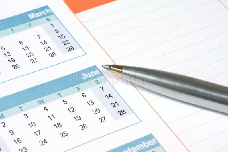 Pen op Kalender royalty-vrije stock afbeeldingen