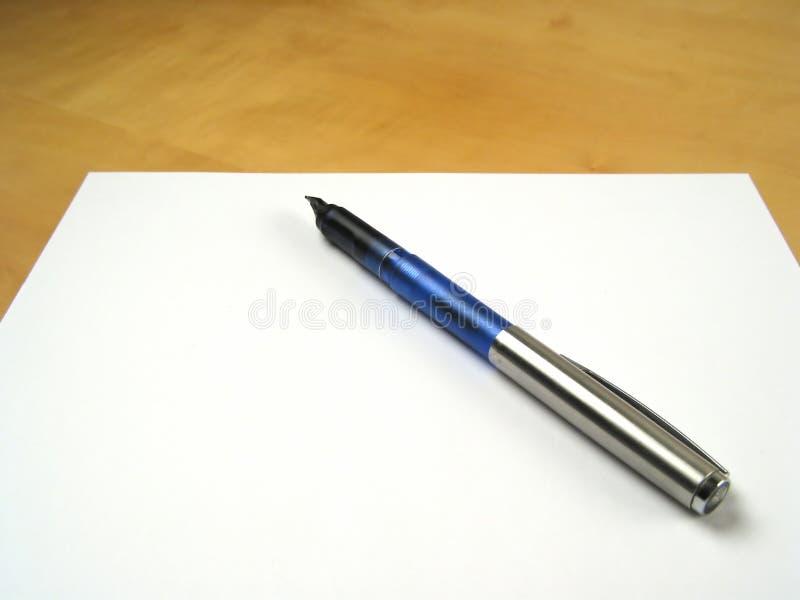 Pen op leeg document stock afbeeldingen