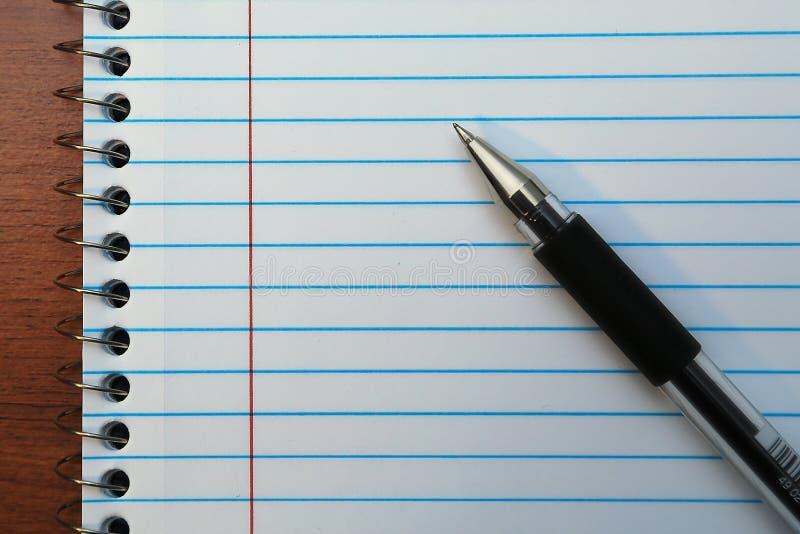 Pen op notaboek stock fotografie