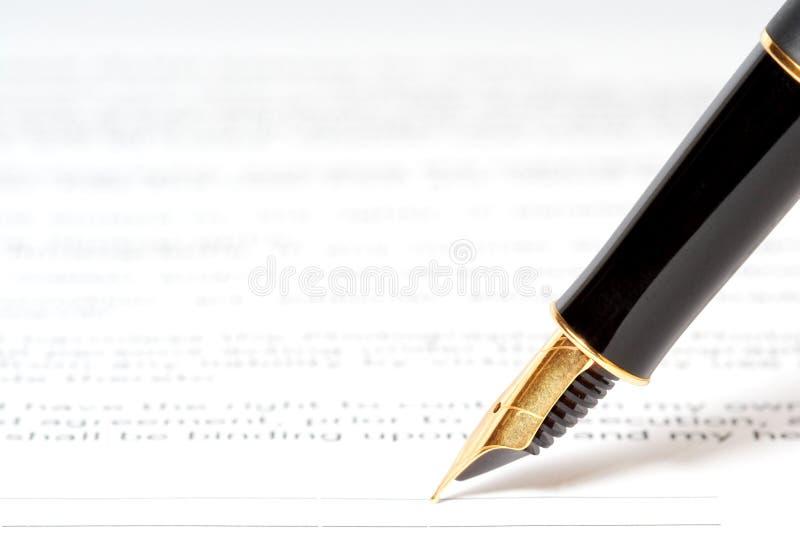 Pena da tinta no papel fotos de stock