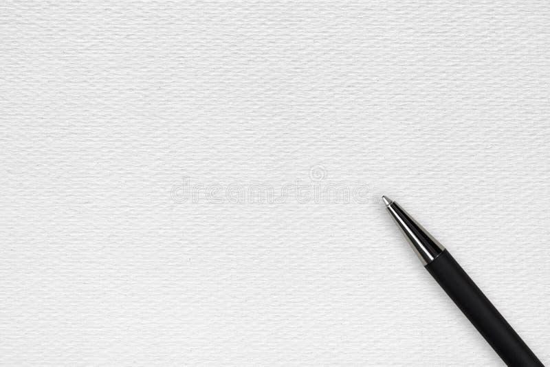 Pena de bola preta no fundo do Livro Branco imagem de stock royalty free