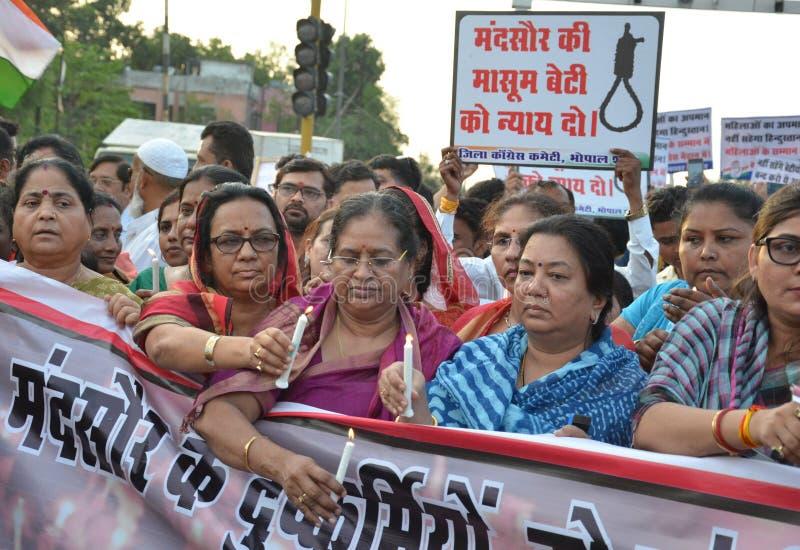 Pena di morte esigente contro gli stupratori immagine stock libera da diritti