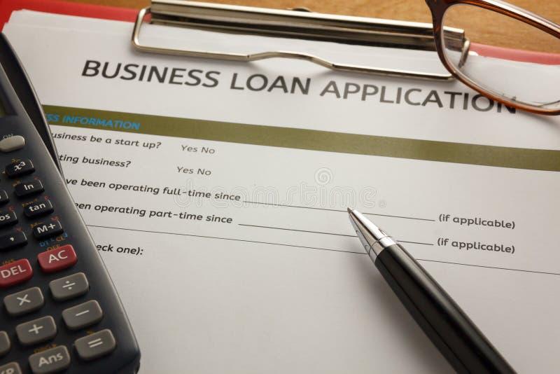 pena do foco seletivo, formulário de candidatura do empréstimo comercial, vidros, calc fotos de stock