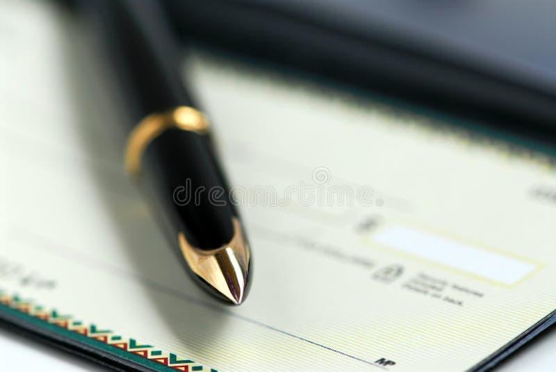 Pena do livro de cheques imagens de stock royalty free