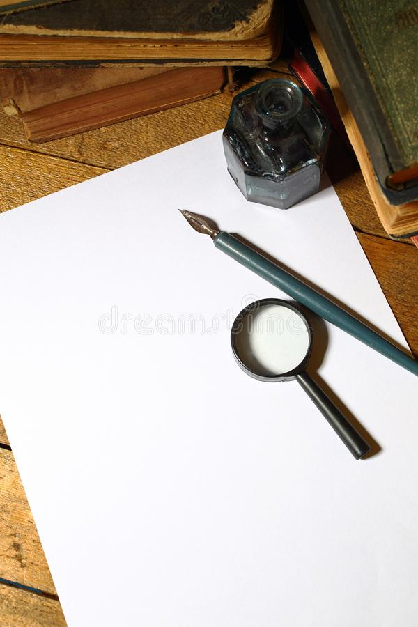 Pena e folha vazia foto de stock