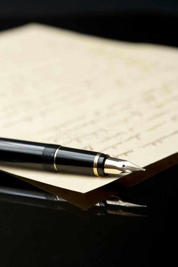 Pena e letra de fonte fotos de stock