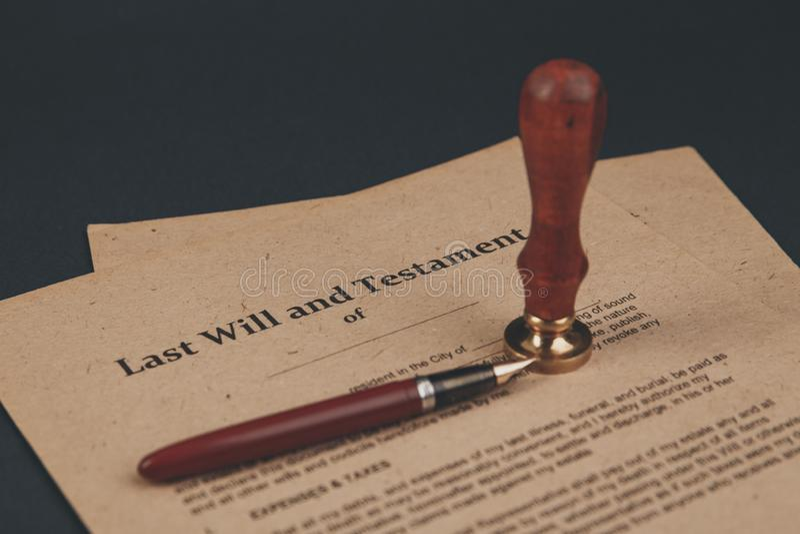 A pena e o selo públicos do ` s do notário no testamento e no último vão faz4e-lo Notário foto de stock