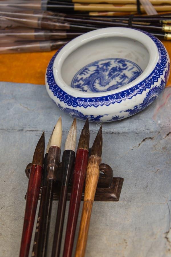 Pena e tinta tradicionais chinesas da escova para a caligrafia imagens de stock royalty free