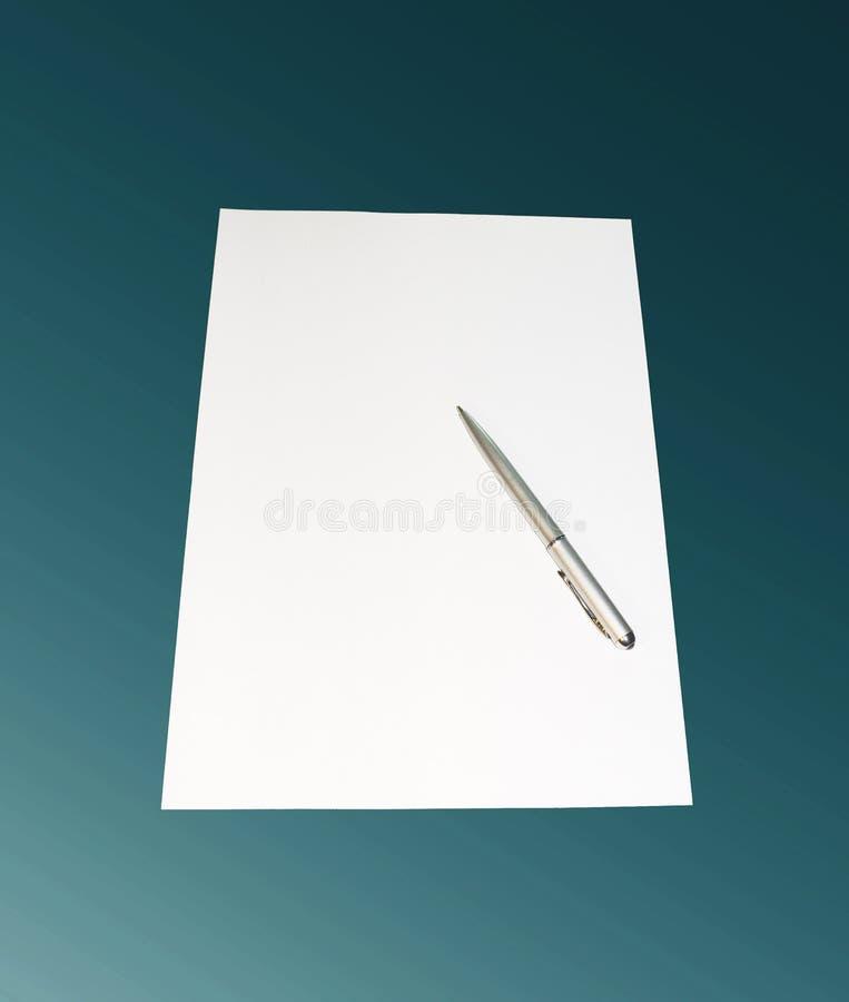 Pena, folha de um papel imagem de stock