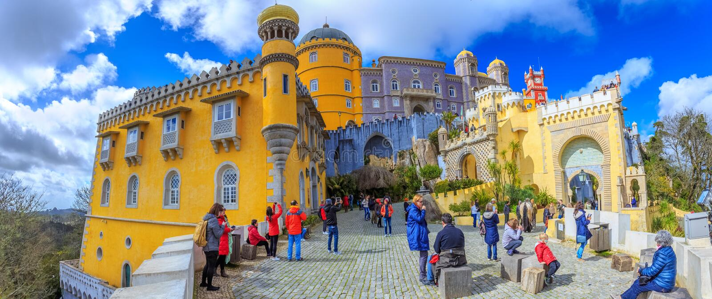 Pena pałac, historycznego punktu zwrotnego Sintra architektura zdjęcia royalty free