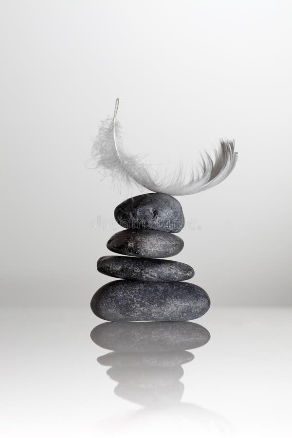 Pena sobre pedras do zen foto de stock royalty free