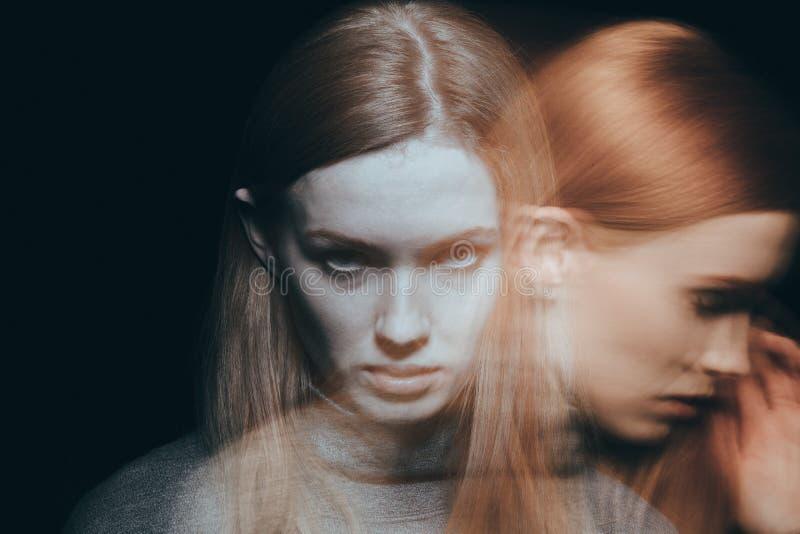 Pena y dolor de la sensación de la mujer imagenes de archivo