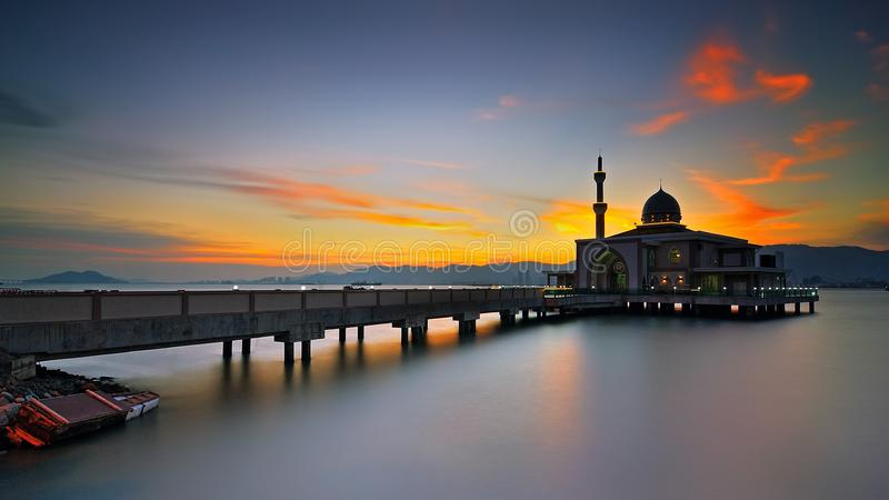 Penang port som svävar moskén arkivfoton