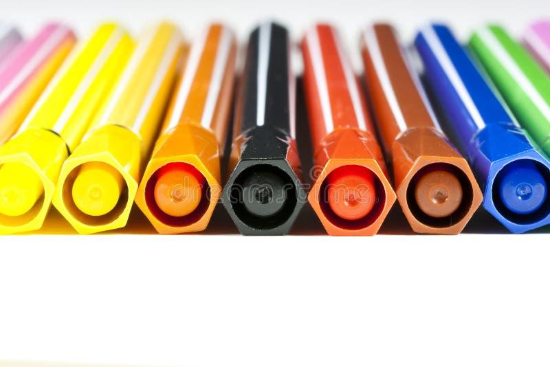 Penas de marcador coloridas - fundo branco fotos de stock