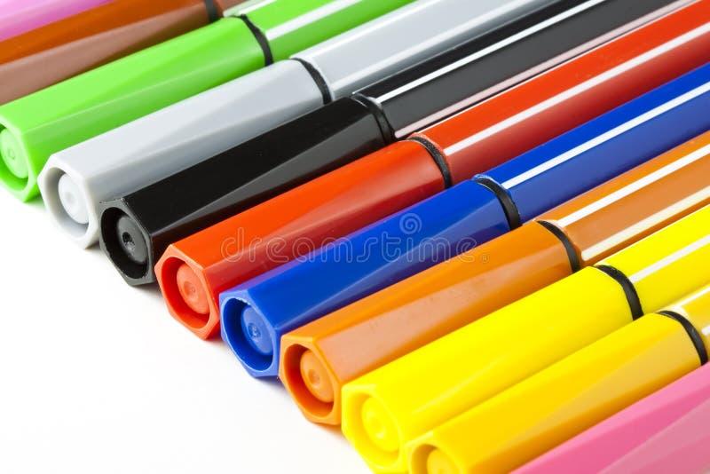 Penas de marcador coloridas - fundo branco imagens de stock royalty free