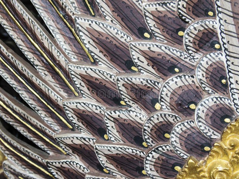 Penas de um dragão de madeira fotografia de stock royalty free
