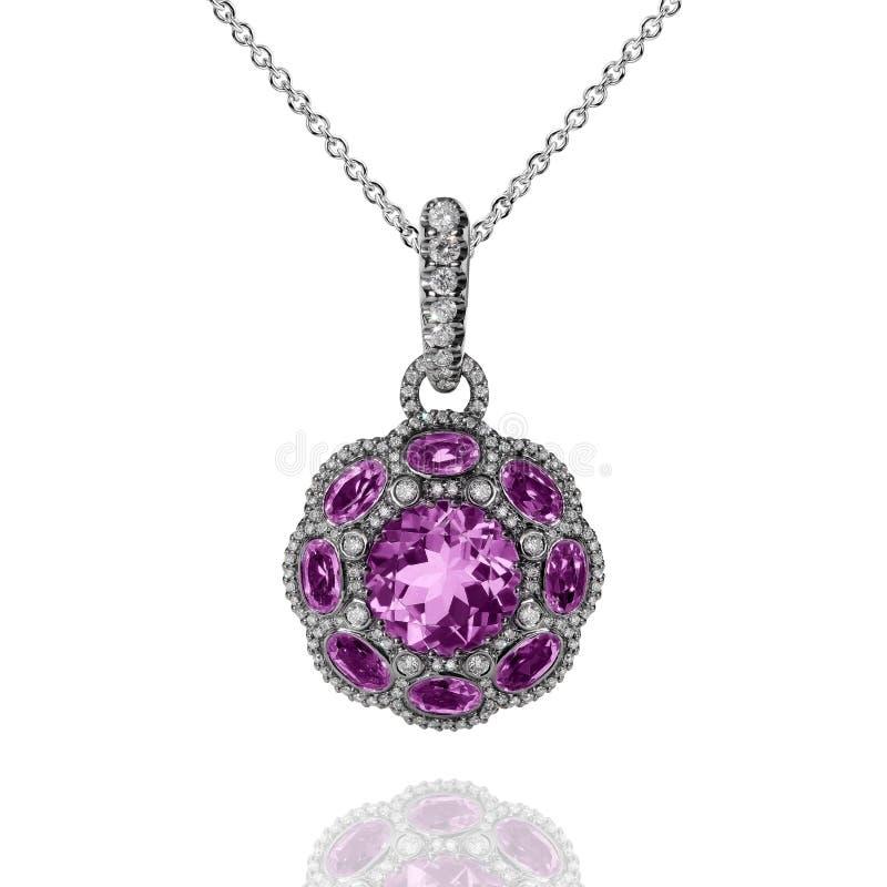 Pendente do ouro branco com ametistas violetas e os diamantes brancos imagem de stock royalty free