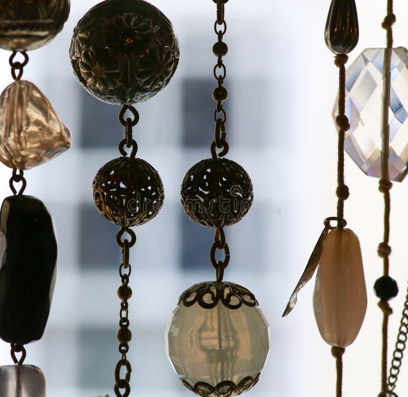 Pendentes de vidro da joia e da prata em colares imagem de stock