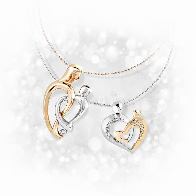 Pendenti di oro con i diamanti su fondo bianco immagine stock