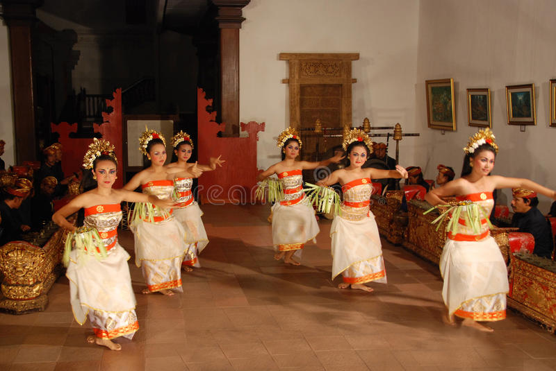 Pendet dance. Balinese Pendet dance performed by traditionally dressed women in Ubud, Bali, Indonesia stock image