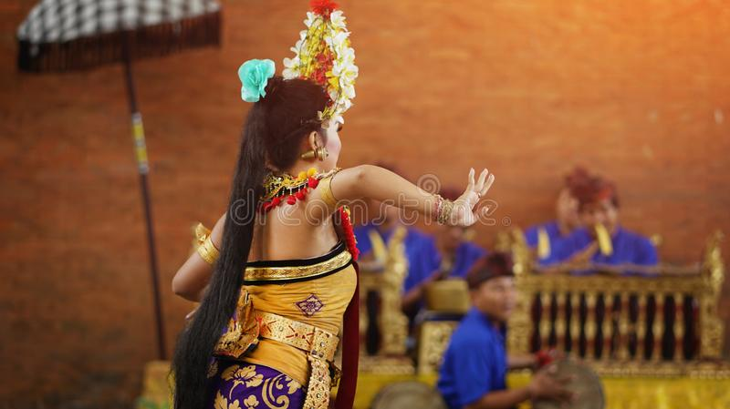 Pendet traditionell Balinesedans i GWK Garuda Wisnu Kencana arkivbilder