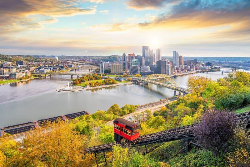 Pendiente céntrica del horizonte y del vintage en Pittsburgh fotografía de archivo libre de regalías