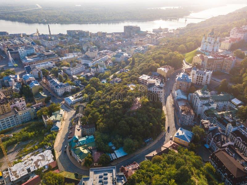 Pendiente de Kiev Kiyv Ucrania Andriyivskyy Fron de la visión aérea arriba imágenes de archivo libres de regalías