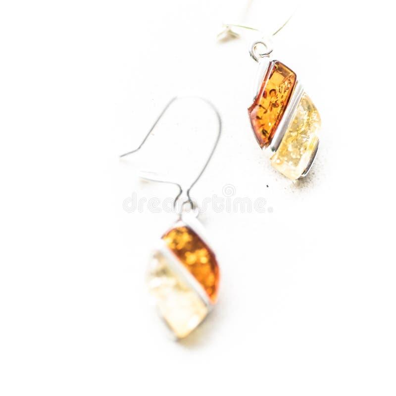 Pendientes ambarinos bálticos - joyería natural imagen de archivo libre de regalías