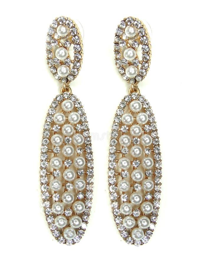 Pendientes de la perla con joyería brillante de los cristales fotografía de archivo
