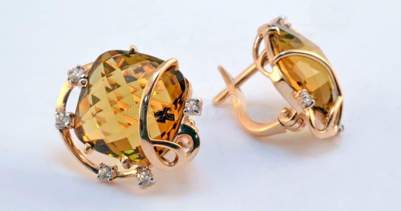 Pendientes del oro con cuarzo y zircons del whisky foto de archivo libre de regalías