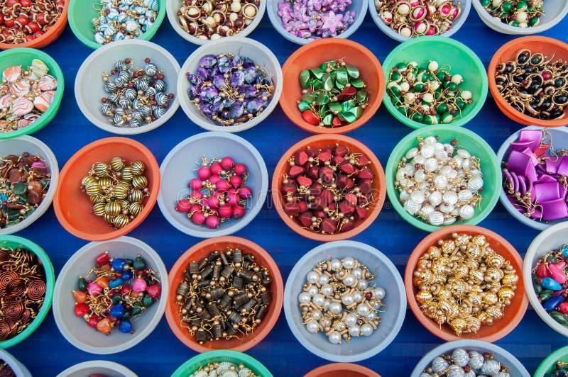 Pendientes, trabajo de arte, artesanías indias justas en Kolkata fotos de archivo libres de regalías