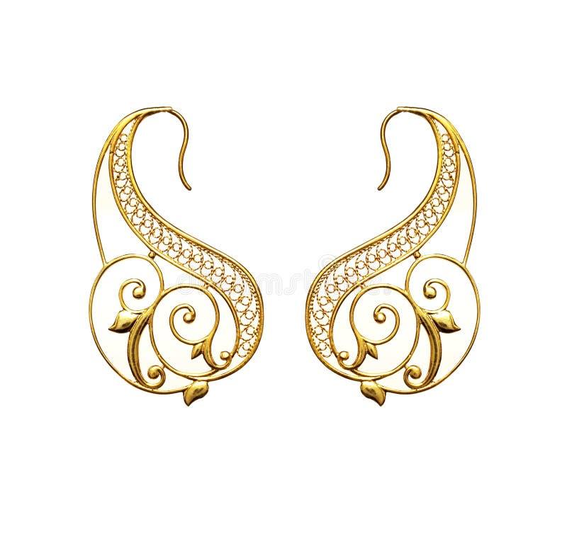 Pendientes turcos del ` s de las mujeres de la joyería del oro oriental hermoso del vintage en el fondo blanco foto de archivo