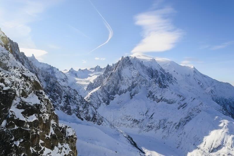 Pendii alpini innevati Blanche del vallée della La fotografie stock libere da diritti