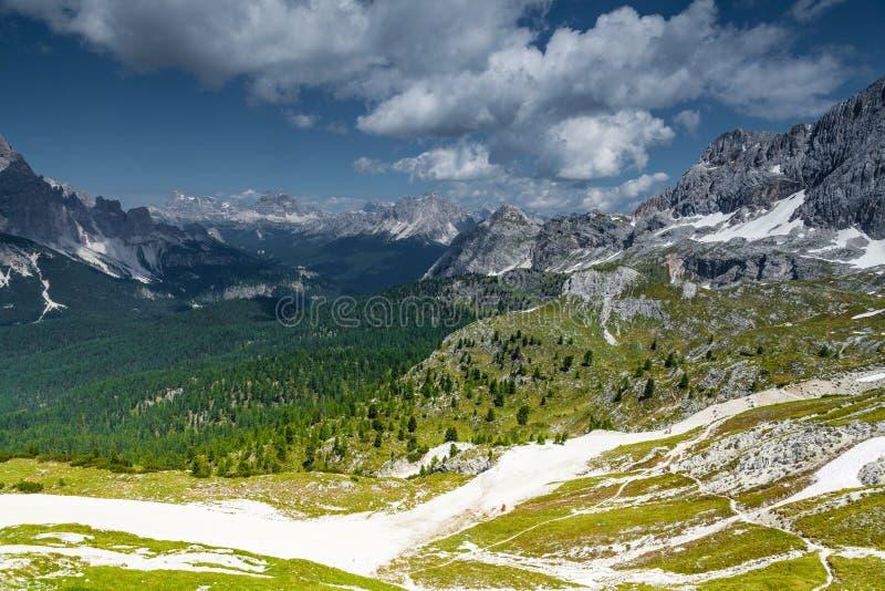 Pendii e montagne dello sci di Cortina di A'mpezzo fotografie stock libere da diritti