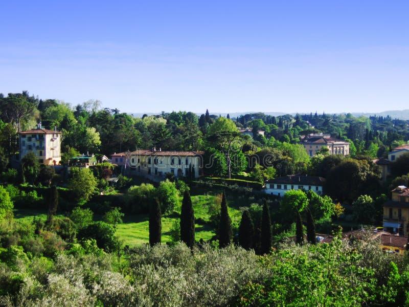 Pendio di collina italiano del villaggio fotografia stock libera da diritti